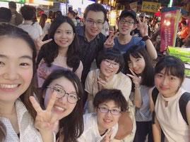 仲良くなった台湾の学生さんたちと士林夜市にて