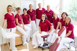Das Team der Zahnarztpraxis Dr. Bernd Common in Ötisheim bei Mühlacker