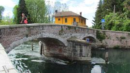 Il ponte e l'Osteria del Ponte (la casa gialla)
