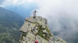 La croce di vetta del Faderhorn m. 2475