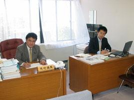 2004年12月、尾村としなり県議と控室にて