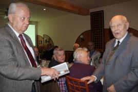 Gratulation während der Adventsstunde zum 90. Ehrentag