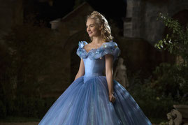 Lily James est la nouvelle Cendrillon (©Walt Disney Pictures)