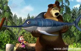 Огромная рыбина выпрыгнула из пруда прямо в лапы удивлённого Медведя