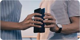 Carga inalámbrica reversible para cargar otro smartphone