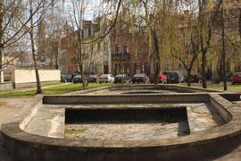 Vilnius. Apleistas fontanas Kražių g-vėje. 2009 m. Nuotr. Gintaro Burbos / Forsaken fountain in Kražių street. 2009. Photo by Gintaras Burba