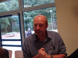 Der Vertrauenslehrer Herr Steinfatt beantwortet, wie gewohnt kompetent und humorvoll Fragen der Schülerschaft. ;-)