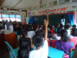 環境問題について質問すると、子どもたちから次々に手が挙がりました