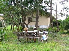 きゃわいいちびっ子お姉さんたちとボク。お庭にて。