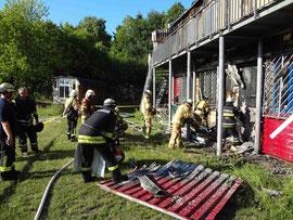 Die Feuerwehr bekämpft noch Glutnester
