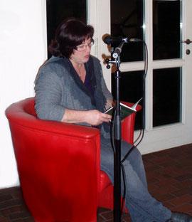 Foto meiner ersten Lesung im Rahmen der Veranstaltung des Fördervereins Hof Wessels e.V. - Foto: Monika Gober