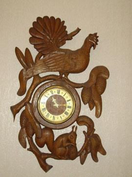 Рама для часов в стиле барельефной скульптурной резьбы, выполнил  Овчинников Максим.