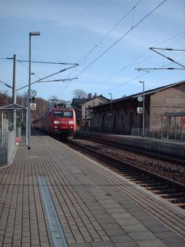 145 003 mit IC im Bhf. Klingenberg-Colmnitz