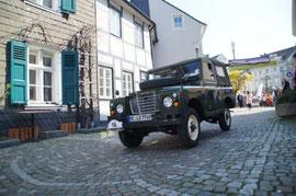 Platz  1    N. und S. Brenner mit Ihrem Land Rover 88 Serie III BJ. 74