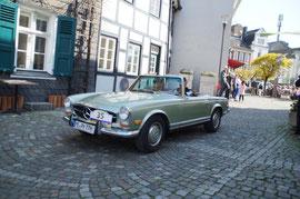 Platz 3 H. und P. Schmidt mit Ihrem Mercedes Benz SL 280 Pagode Bj. 68