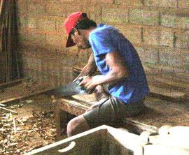 Arbeiter in Fabrik für Maßanfertigungen