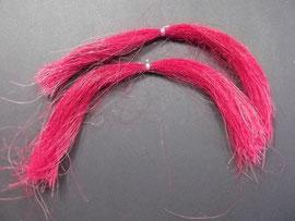 Pferdehaar (hier rot gefärbt)