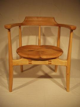 木の椅子 アームチェア 肘掛 曲線 座り心地
