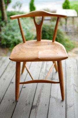 木の椅子 軽い 肘掛 小振り ダイニング