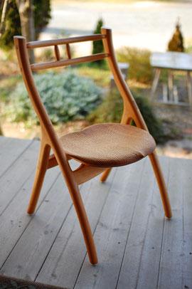木の椅子 女性向 軽い 曲線 美しい