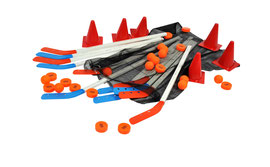 Kit de street hockey 1er prix. Kit comprenant 12 crosses + 12 palets et 6 cônes 20 cm à acheter pas cher.