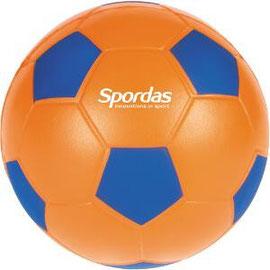 Ballon de football en mousse, idéal pour les jeux sportifs avec les enfants.