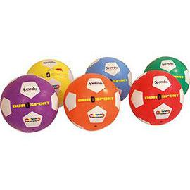 Ballon de football en caoutchouc Spordas, idéal pour les jeux sportifs avec les enfants.