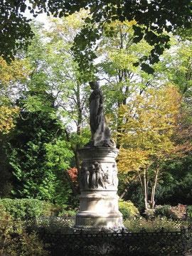 ルイーゼ王妃記念像