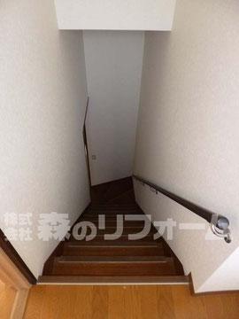 柏市まるごとリフォーム 繊維壁を改修しクロス仕上げの階段まわりのリフォーム