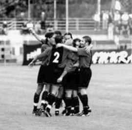 23': Iannolo festeggiato dopo il gol vincente