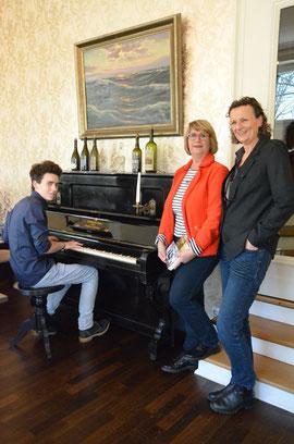 Akteure der Lesung auf Elvis Bettkante am 09.03.2018, 19 Uhr Max Teschner, Jule Heck, Beatrix van Ooyen; Foto: Corinna Weigelt