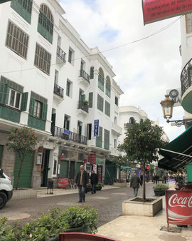 テトワン新市街。白と緑色の建物、とてもオシャレな街です♡