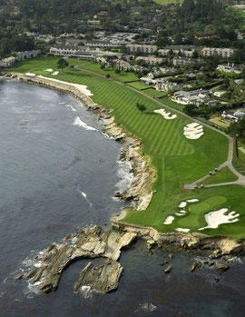 ぺブルビーチゴルフリンクス上空から見た18番ホール