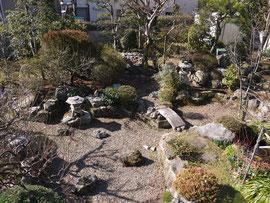 2階けやきの間より庭園を望む