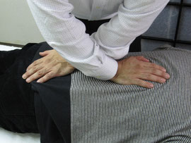 腰痛の施術