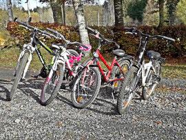 spass und spiel auf dem bauernhof fahrräder vorhanden