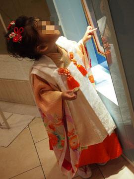 横浜高島屋のハツコ エンドウ美容室でかわいく髪の毛セット&着付けをしたさきこちゃん。とってもかわいい♡