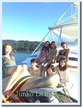 美女ばかり♪ 〇億円の豪華クルーザーにのって海遊びします!