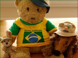 Cäsar, Kasimir und Fredi zu Hause im Brasilien-Outfit