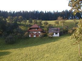 Ferienwohnung (Gebäude links, erster Stock)