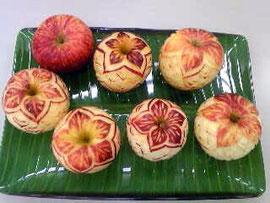 ニュージーランドリンゴをカービング