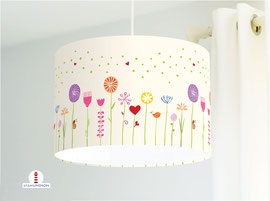 Lampe für Mädchen und Kinderzimmer mit Blumen in hellem Beige aus Baumwolle