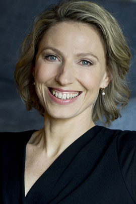 REBECCA M. STAHLHUT - Schauspielerin, Sängerin, Tänzerin