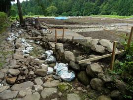復元工事途中の石畳道
