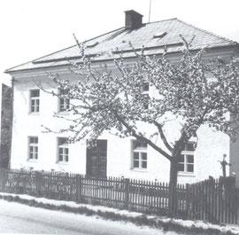 Schulhaus-Pfarrhof  Hof