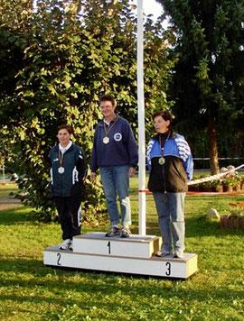 Sigrid Michna (li.) auf einem tollen 2. Platz. Es gewann Ingrid Netzband aus Metzinden, Renate Wolf vom BGC Northeim wurde dritte