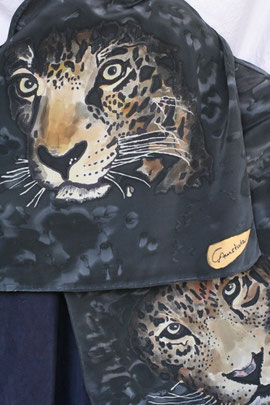 Seidenschal: Jaguar, schwarze Guttalinien, Anti-Flow, Aquarell-Technik, Salz
