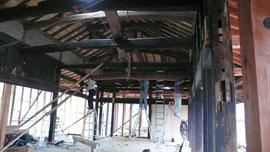 梁を上に揚げた状態 完成の写真は来週掲載