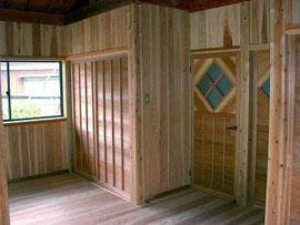 子供室 床・壁・天井 杉板張り