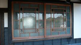 古いガラスで建具を造りました